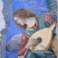 Angel playing music