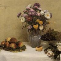 Анри Фантен-Латур. Белые розы, астры в вазе, персики и виноград на столе с белой скатертью
