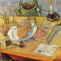 Натюрморт с тарелкой и луковицами