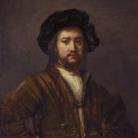 Портрет мужчины с рукой на боку