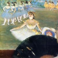 Балерина с букетом цветов