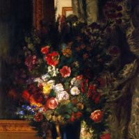 Букет цветов в вазе на консоли