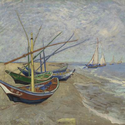 Рыбацкие лодки на берегу у Сент Мари де ля Мер