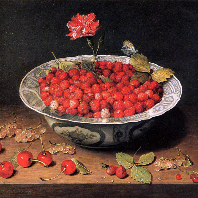 Strawberries and cloves in a bowl