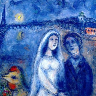 Новобрачные на фоне Эйфелевой башни