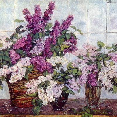 Сирень, хрустальная ваза и корзина