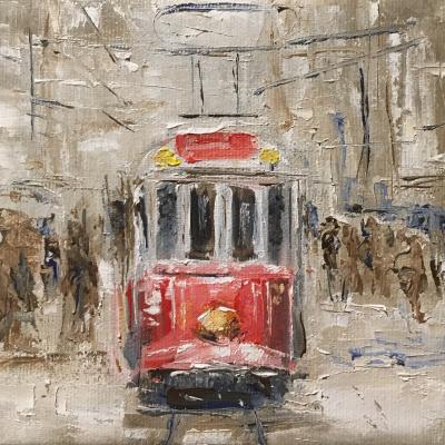Трамвай на заснеженной улице.
