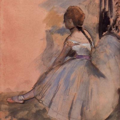 Сидящая балерина с вытянутой левой ногой