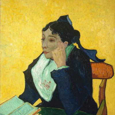 Арлезианка, мадам Жино с книгами