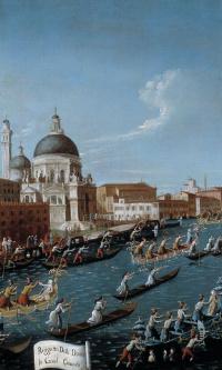 Регата с участием женщин на Гранд Канале в Венеции