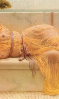 Девушка в желтом платье